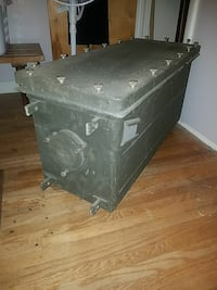 **must see ** U.S. Military Utility Trunk/