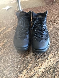 Pair of black air jordan basketball shoes size is 7.5 for mens