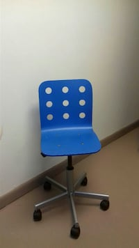 blue and black rolling chair 39 km