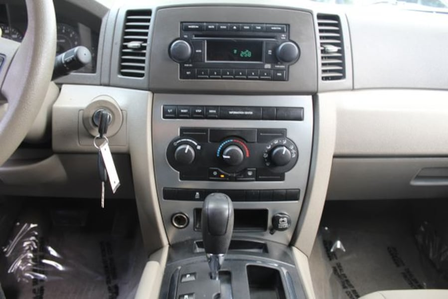 Used 2005 Jeep Grand Cherokee for sale ef7dc91d-9bb9-4455-be9f-a4e2ff228289