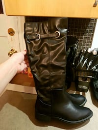 Brand new size 9 boots St. Catharines, L2R 5H6