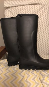 Sorel tall boots. Size 8.5