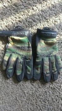 green and black leather gloves Hampton, 23666