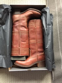 Size 9 All leather Frye boots Cambridge, N3C 4E3