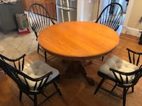 Round pedestal table and 4 chairs Arlington