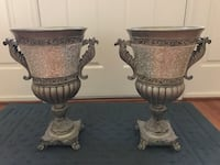 Two Beautiful decorative Urns. In new condition Silver Spring, 20905