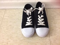 Pair of black-and-white low top sneakers shoes size 1 ,with box Hamilton, L8V 4K6
