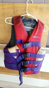 red and blue life vest 32 to 40 adult  Yuba City, 95991