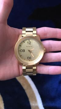 Round gold analog watch with gold link bracelet Tucson, 85730