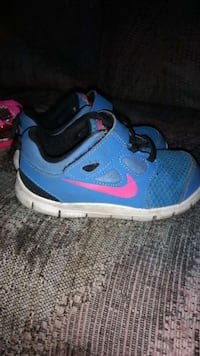 toddler's blue-and-pink Nike velcro training shoes Montreal, H1V 3J2