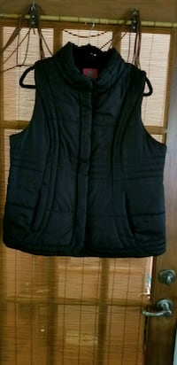 black zip-up vest Coquitlam, V3K 6W5