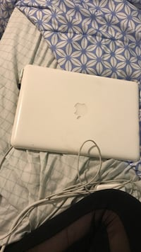 Mac laptop 1083 mi