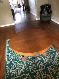 Coffee table heavy duty wood and very good condition Albuquerque, 87105