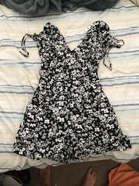black and white floral v-neck cap sleeve dress Chantilly, 20151