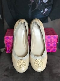 Tory Burch/ Vince Camuto Size 12 District Heights, 20747
