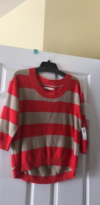 Women's Sweater NWT Ashburn, 20148