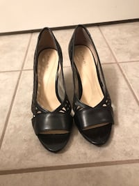 Tahari size 7.5 black sandal pump Chicago, 60607