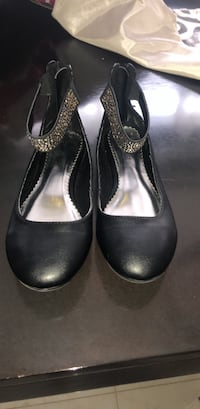 pair of black leather heeled shoes Vaughan, L4H 0Z5