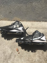 Pair of black under armour basketball shoes. worn a couple of times. Port Coquitlam, V3B 6C8