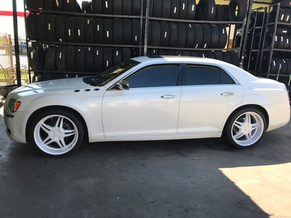 White Chrysler 300 >> White Chrysler 300 Used Tire