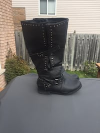 Addition Elle boots size 9 St Catharines, L2S 3Y3