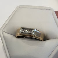 Mens 10k white gold and yellow gold diamond ring London, N6P 1B2