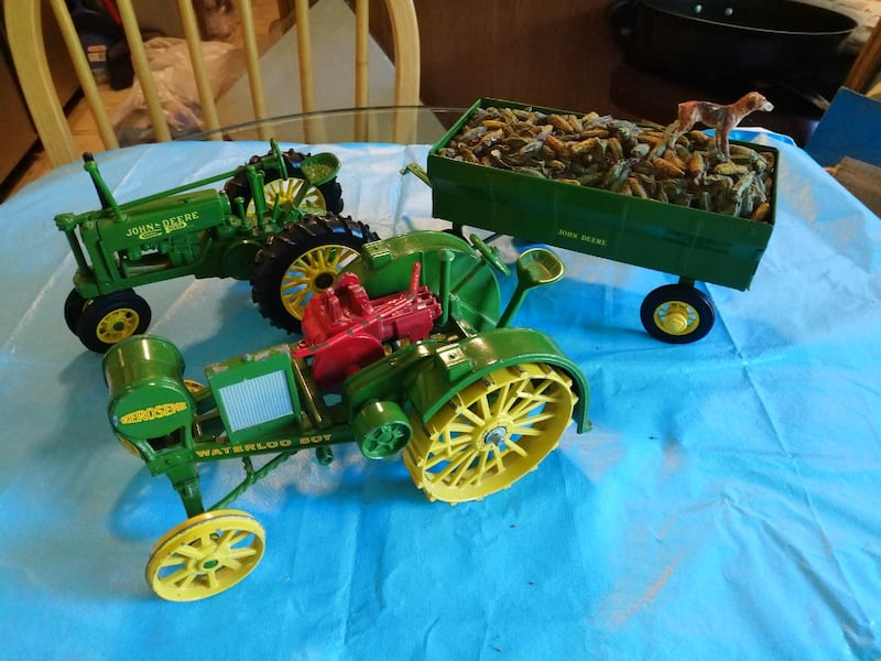John Deere Toy Tractor with Corn Wagon with Dog. 72a96be3-8a29-401a-b480-71d9209a3395
