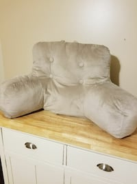 Couch or sit up in bed pillow  Sarnia, N7T 2S1