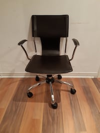 black leather padded rolling chair Longueuil, J4V 1B8