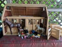 Large wooden play stable Ellensburg, 98926