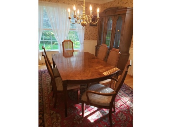 Vintage table + hutch! Tryon Manor by Drexel six seater dining room table  and chairs + two piece Drexel lighted hutch