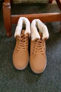 Female boots size 8
