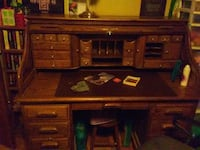 Wood roll top desk. Chicago, 60652