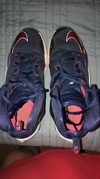 Nike Lebrons 13-Navy/red size 7Y Manassas, 20109