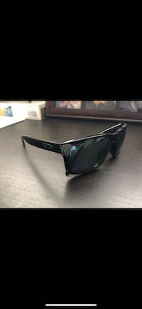 Oakley sunglasses polarized  Arlington, 22202