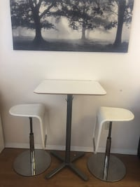 3 bar stools and high table 40 km