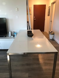 Dinning table in excelent condition. Burnaby, V5E 4H6