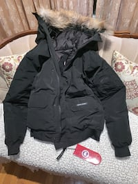 CANADA GOOSE  SLIM FIT BRAND NEW WITH TAGS XL FITS L  Montréal, H9A 2W7