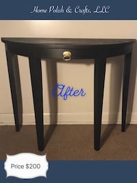 Black New Entry Table with Gold Handle