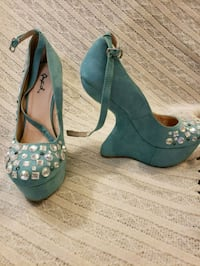 pair of blue leather peep-toe platform pumps Brampton