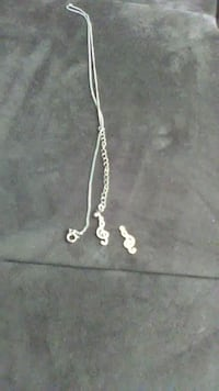 silver chain necklace with 2 music note pendants Los Angeles, 91604