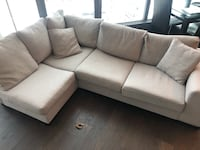 Beautiful Sectional couch Calgary, T2G 0X8