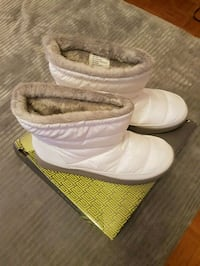 Ladies new white boots. Size 9 Toronto, M2M 4B9