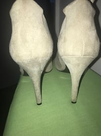 Gray suede pumps Nine West Springfield, 22153