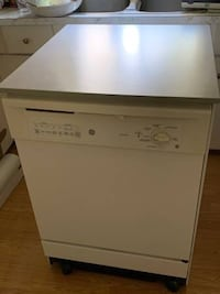 Excellent condition portable dishwasher delivery available  Maple Ridge, V2W