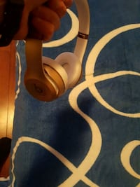 white and gray Beats by Dr. Dre wireless headphones Montréal, H4R 3B6
