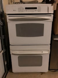GE Double Oven Convection Oven. Works great. Lightbulb is out   McKinney, 75070