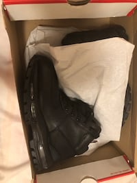 pair of black leather shoes in box Columbia, 21045