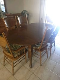 table 6 chairs w/coushins Victorville, 92392