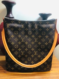 EUC Authentic Louis Vuitton Looping GM Vancouver, V5Z 0C9